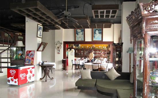 Mussee Patong Hotel : Холл, обеденная зона