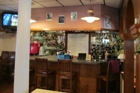 Luigi's Italian Restaurant: The bar has a 1990s feel