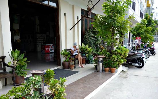 Mussee Patong Hotel: Вход в отель
