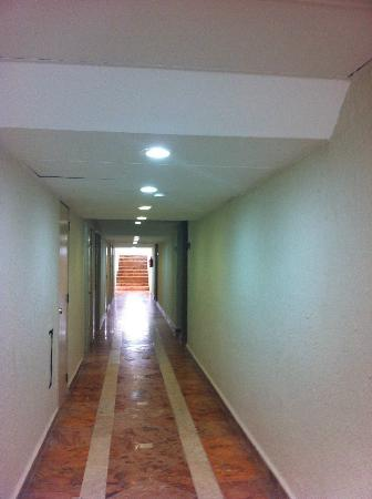Solymar Cancun Beach Resort : corridors similar to strangeways