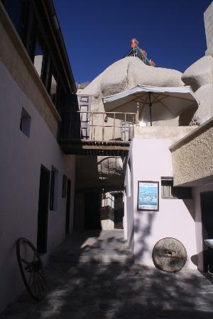 Nomad Cave Hotel: Entrance area