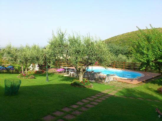 Casa Marsilia: Giardino e piscina