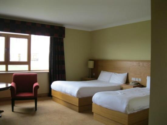 Diamond Coast Hotel: Spacious room