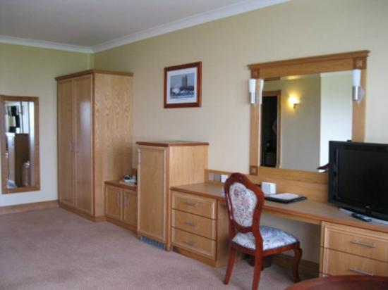 Diamond Coast Hotel: Spacious bedroom