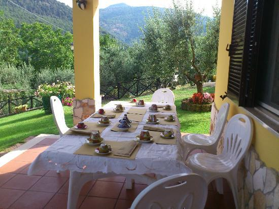 Casa Marsilia: Colazione servita all'esterno