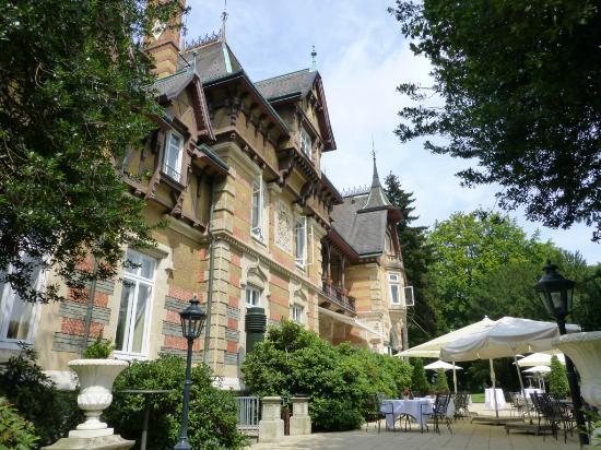 Villa Rothschild Kempinski : Rückseite mit Terasse
