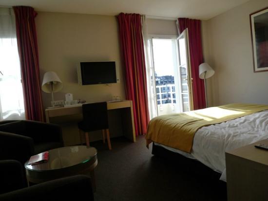 Best Western Plus Vannes Centre Ville : Chambre avec balcon