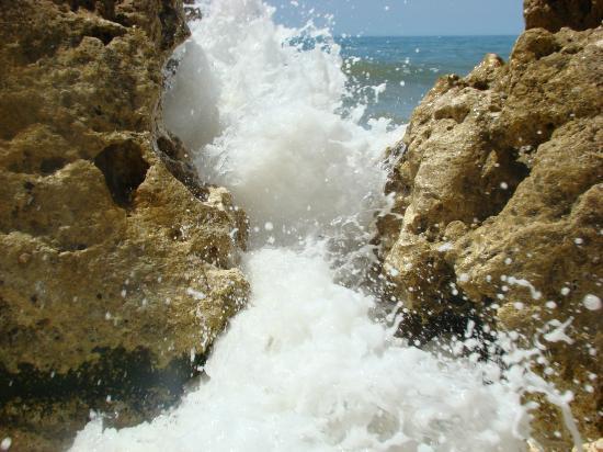 Praia Gale Beach, tides coming in!