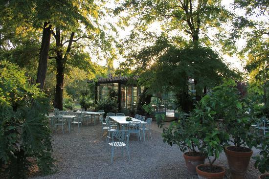 Borgo San Benedetto: je kan buiten eten