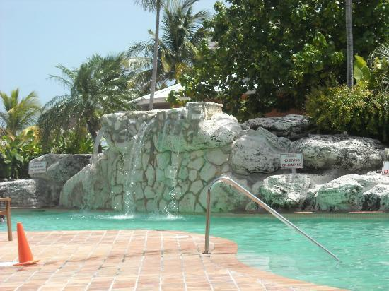 Ramada Plaza Fort Lauderdale: water fall at pool