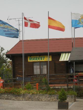 Garden Village San Marino: Market