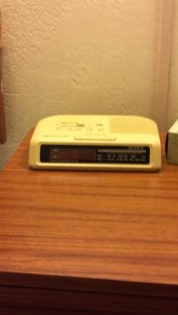 Super 8 Cos/Hwy. 24 E/Pafb Area : Ancient alarm clock which could not be set and had incorrect time
