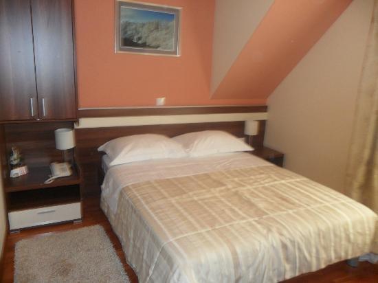 Hotel Degenija : Chambre au 3ème étage