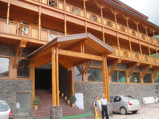 Hotel Sandhya Manali: The front appearance