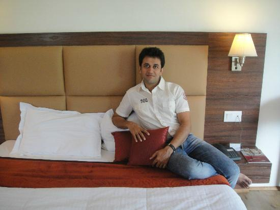 Hotel Sandhya Manali : Me in the room