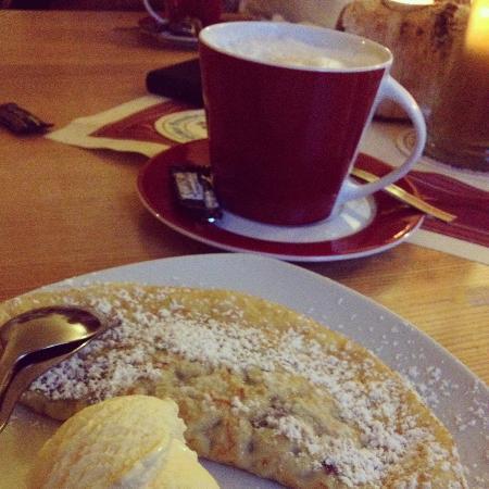 Reiseralm: Dessert - Palatschinken mit Vanilleeis