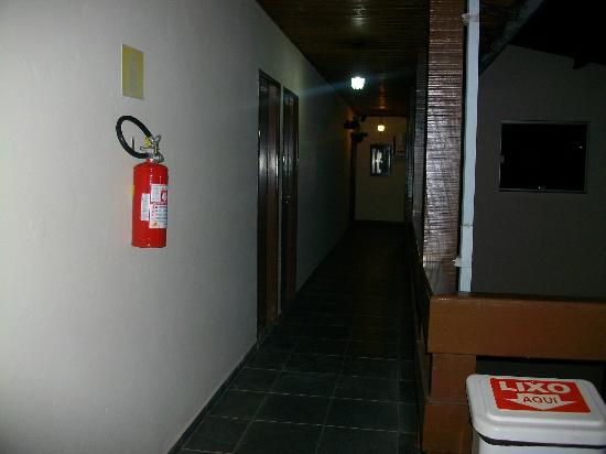 Pousada Da Charuta: Corredor de acesso aos quartos