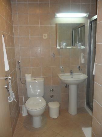 Hotel Punta: Photo de la douche dans l'annexe - ancienne, salle et sombre