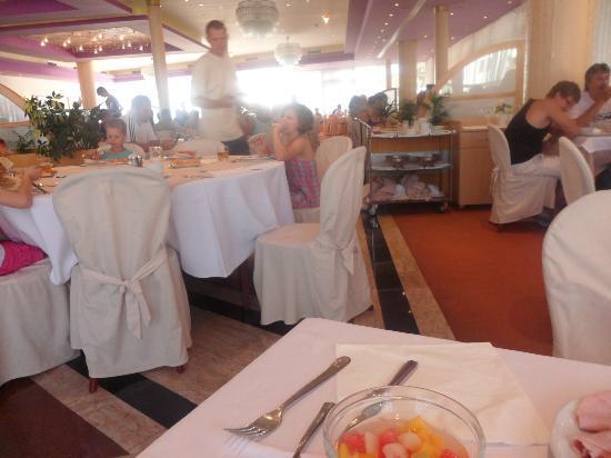 Hotel Punta: Restaurant de l'hôtel : une usine à touriste !