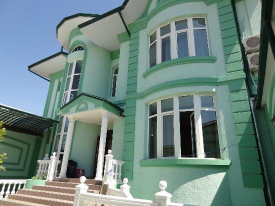 Jahongir B&B Tashkent: Vorderansicht des Gebäudes vom Hof aus fotografiert