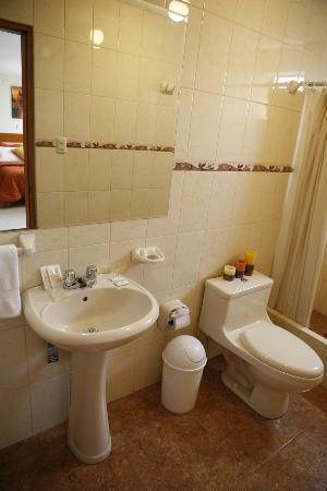 Miraflores Suites Centro: Servicio Higienico