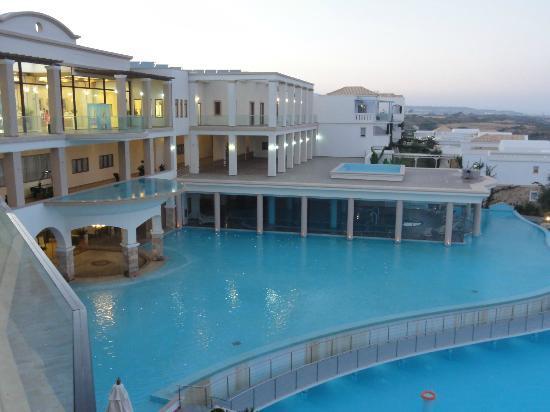 Atrium Prestige Thalasso Spa Resort and Villas : vue balcon restaurant extérieur