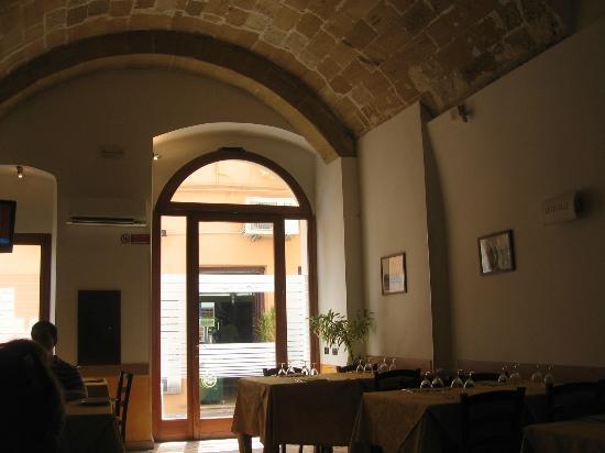 Trattoria Pizzeria Piazza Imbriani: Interno del locale