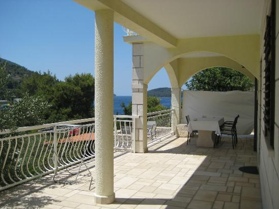 Hotel Villa Telenta : Private terrace apartment Aragosta