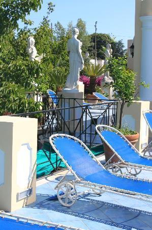 Hotel Bussola: Sonnenterrasse