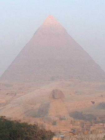Pyramids View Inn: Sunrise on the Sphinx and Pyramid