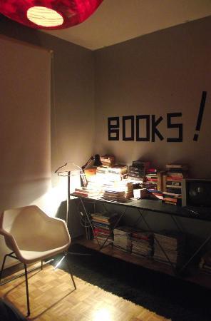 UYHOME Bed & Breakfast Uruguay: BOOKS