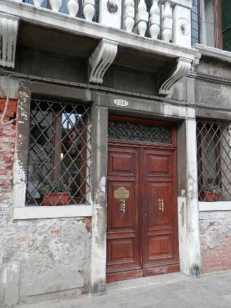 Residence Palazzo Odoni: Entrance door