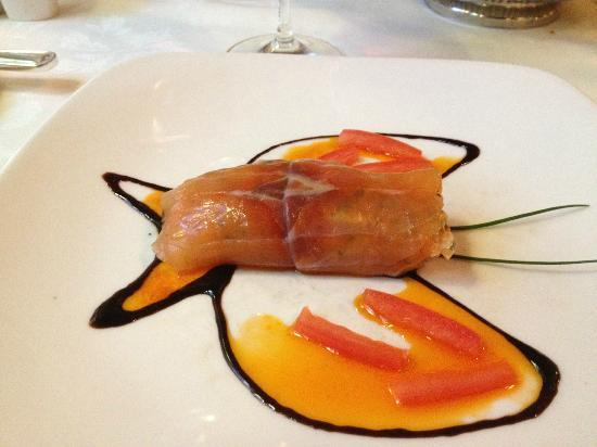Restaurant La Cremaillere : Salmon Tartar: It's a lobster that I would dive deep for.