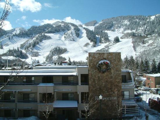 The Prospector Condominiums : Winter