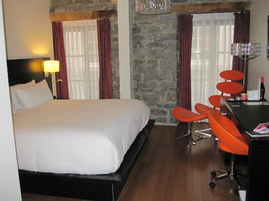 Le Petit Hotel: Room 205 (medium)