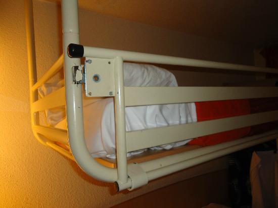 Premiere Classe Le Blanc Mesnil : le lit qui tremble, mal attaché