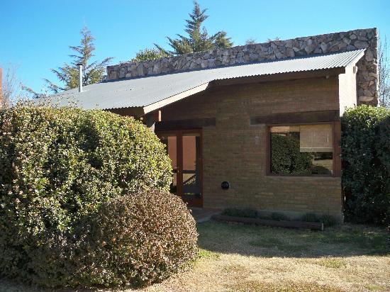 Cabañas Villa Buriasco: vista del frente de la cabaña 3