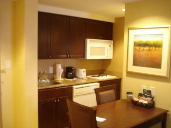 Homewood Suites by Hilton Toronto - Mississauga : Kitchen