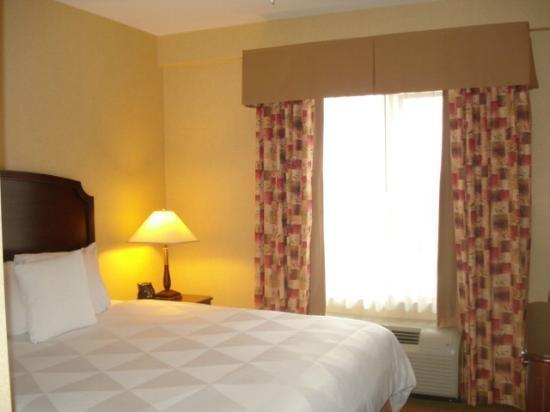 Homewood Suites by Hilton Toronto - Mississauga : Bedroom