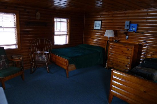 Rideout's Lodge: The cabin
