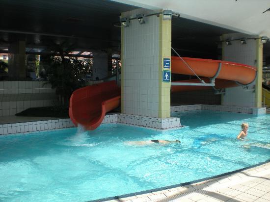 Scivoli piscina coperta foto di vile park portoroz - Piscina al coperto con scivoli ...