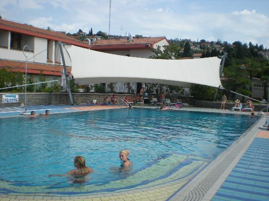 Vile Park: piscina scoperta
