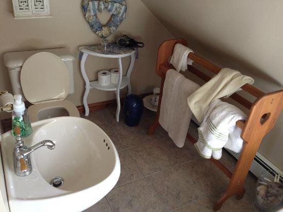 Anchor Inn by the Sea : The bathroom