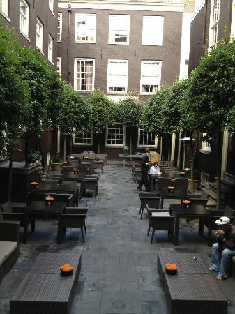 The Dylan: Inner courtyard dining