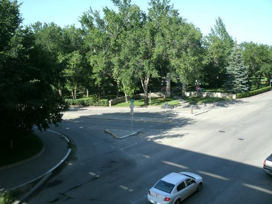 Temple Gardens Hotel & Spa: view of the park across the street.