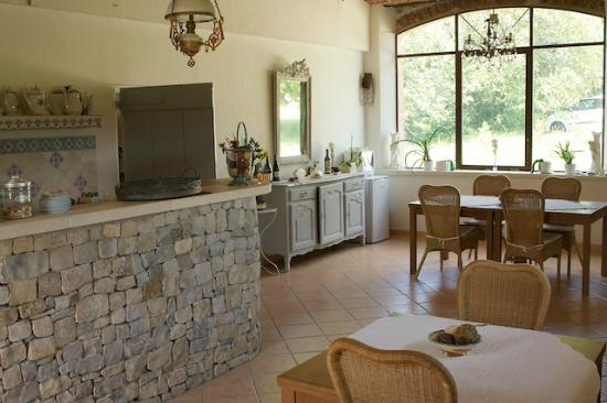 Les tilleuls d'Elisee : You can use the great kitchen and amenities