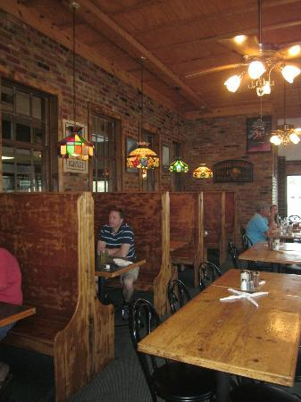 37th Street Pizzaria & Pasta Co: Dining room