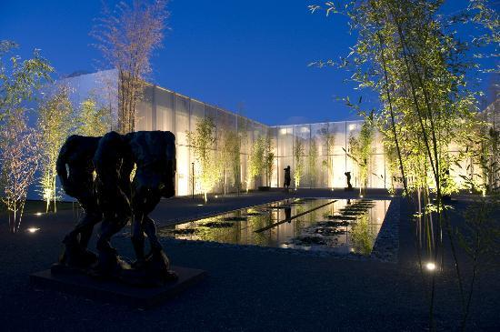 Raleigh, Kuzey Carolina: Rodin Courtyard at night, NC Museum of Art