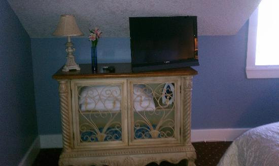Agustin Inn: Imperial Room TV