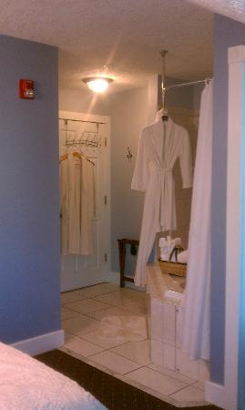 Agustin Inn: Imperial Bathrobes and Towel Basket